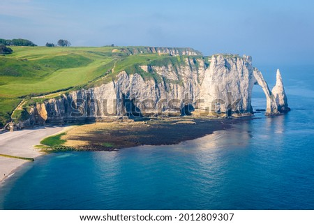 High angle view of the Aval cliff in Etretat, Normandy, with the Needle and the arch on a sunny spring morning. Photo stock ©