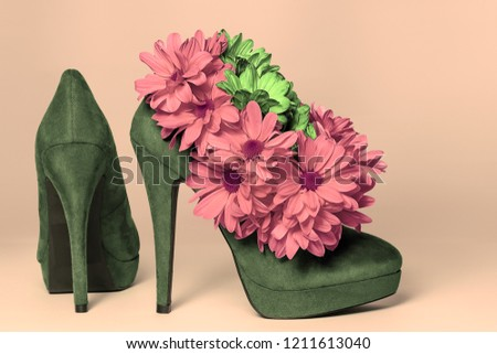 High-heeled shoes decorated with daisies flowers #1211613040