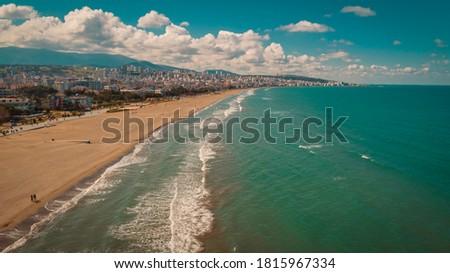 High quality city and beach view taken by drone from Atakum district of Samsun. 'Bayrak Yürüyüşü Atakum Sahil Samsun' Stok fotoğraf ©