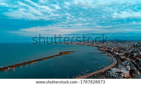 High quality city and beach view taken by drone from Atakum district of Samsun. 'Sahil Kurupelit Yat Limanı' Stok fotoğraf ©