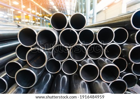 high quality Galvanized steel pipe or Aluminum and chrome stainless pipes in stack waiting for shipment  in warehouse Foto stock ©