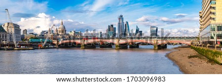 High resolution panoramic view of London with Blackfriars Bridge, the City and the river Thames