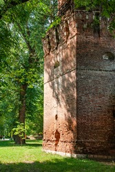 High tents were erected over the ancient mighty artillery towers of the Simonov Monastery in the 17th century and the fortress walls were rebuilt. The churches located nearby have also been preserved