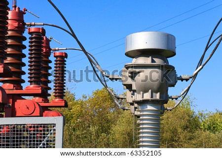 High voltage current transformer in a power substation