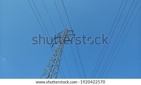 High voltage transmission lines for electrical power  Stok fotoğraf ©