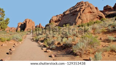 Hikers at Devil's Garden, Arches National Park in Utah, USA Stock fotó ©