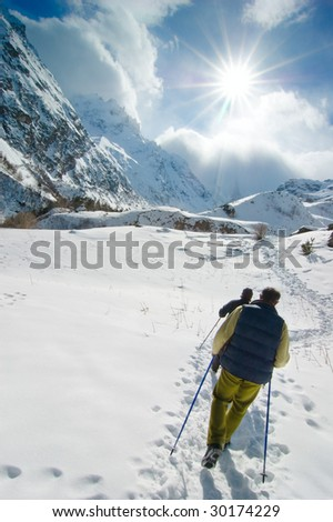 Hikers go up in mountains