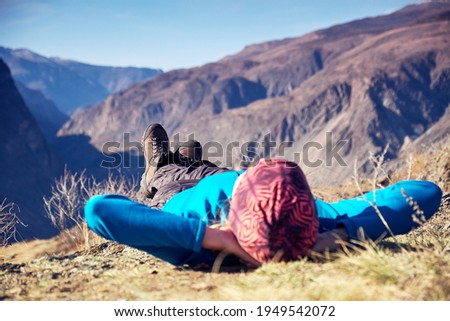 Hikers lie down taking resting after long walk at top of mountain. Foto stock ©