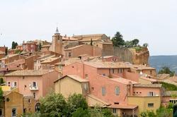 Hilltop town of Roussillon, Roussillon, Vaucluse, Provence-Alpes-Côte d'Azur, France