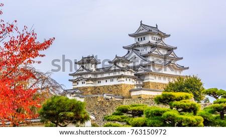 Himeji Castle, White heron castle in autumn season main tower of the UNESCO world heritage site, Hyogo, Kansai, Japan.