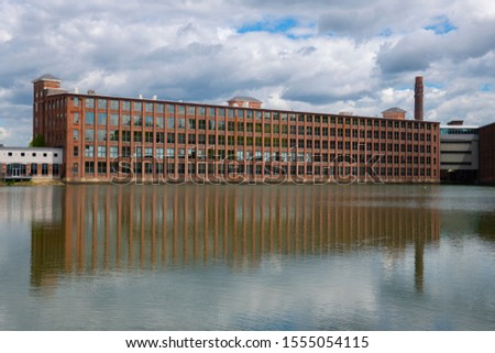 Historic Assabet Woolen Mill, built in 1847, on Main Street on Assabet River in Maynard historic town center in spring, Maynard, Massachusetts MA, USA. Zdjęcia stock ©