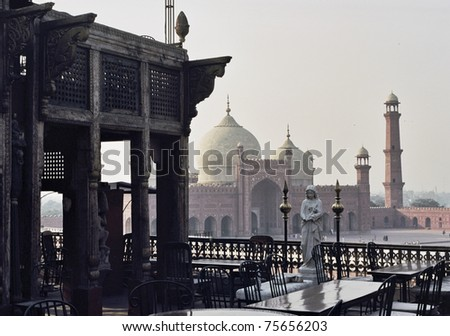 Historic haveli and rooftops of the Badshahi Mosque, Lahore