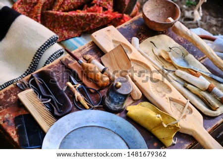 Historical reconstruction of the life of the pioneers of America, the wild West and gold digger. Household items, dishes, combs glasses first immigrants to America.