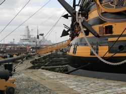 HMS victory and modern warship