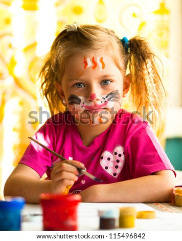 Hobby: Child, drawing paint with paint of face.