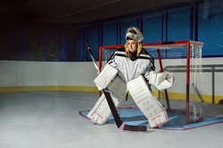 hockey goalie woman's hockey team
