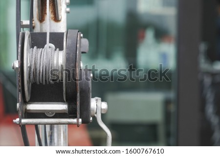 Hoists to lift heavy objects