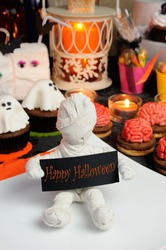 Holder Mummy invites you to a celebration in honor of Halloween