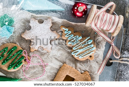 holiday gingerbreads #527034067