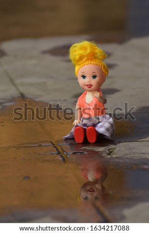 Hollywood, Usa-a barbie doll is sitting and saying hello!