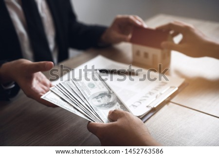 Home sales brokers and real estate investors are exchanging with investors being filing cash at the agent's hand. #1452763586