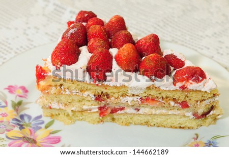 Homemade cake with fresh strawberries