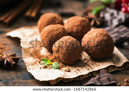 Homemade chocolate truffles with cocoa powder. Closeup view. Tasty sweet chocolate truffles Сток-фото ©