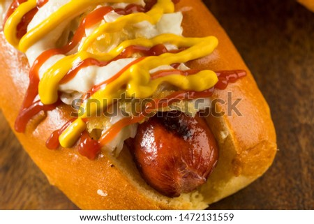 Homemade Colombian Hot Dogs with Chips Mayo Ketchup and Mustard Foto stock ©