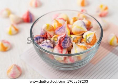 Homemade colourful stripes French vanilla meringue cookies Foto d'archivio ©