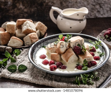 Homemade delish dessert, vanilla sauce, fresh forest fruit, original name ducat buns Photo stock ©
