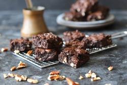 Homemade fudgy chocolate brownies on grey background. chocolate walnut brownie cake still life