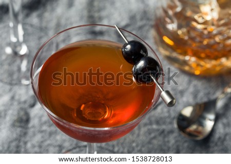Homemade Rob Roy Cocktail with Scotch and Vermouth Foto stock ©