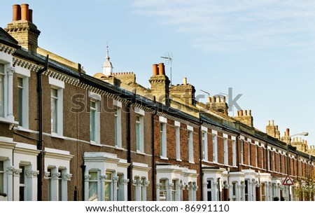 Homes in the London with chimneys.