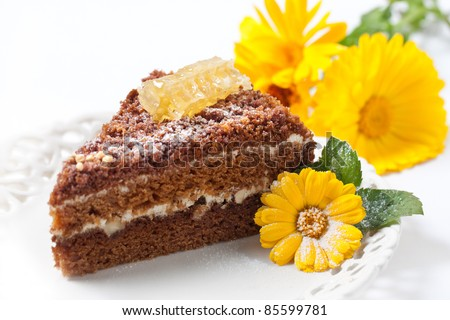 Honey Cake with almonds, honey and flower