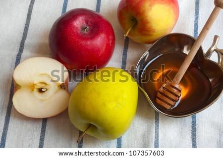 honey with apple for Rosh Hashana