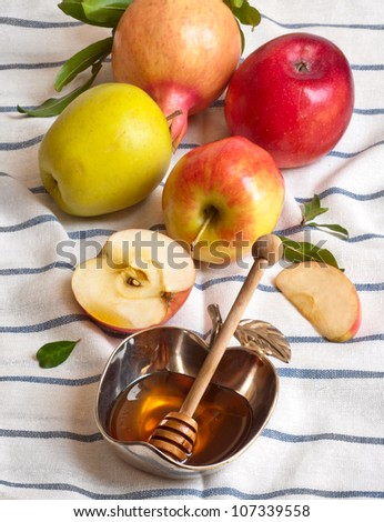 honey with apple for Rosh Hashana � jewish new year