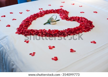 Honeymoon, Wedding bed topped with rose petals