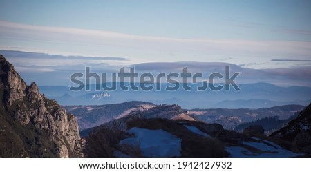 Horizon in Poland seen from a hiking trail in Tatra Mountains. Small rocky formation in the distance is Trzy Korony, or the Peak of Three Crowns, Pieniny Mountain range. Blurred background. Zdjęcia stock ©