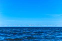 Horizon line - between sky and water