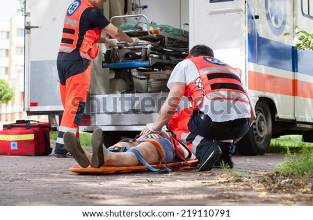 Horizontal view of paramedics during their work
