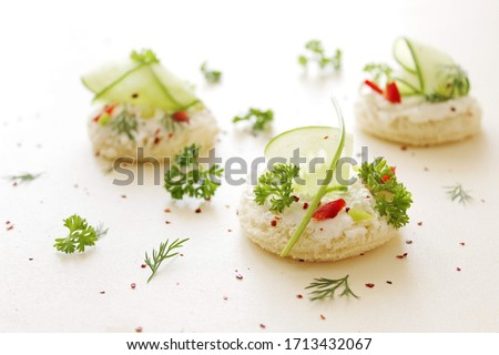 hors d'oeuvre canapé cucumber with cream cheese and paprika Photo stock ©