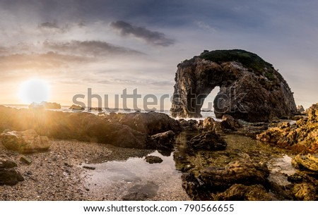 Horse Head Rock is located about a 5 minute drive North of it's closest coastal town, Bermagui, in the beautiful Sapphire Coast region of Southern NSW