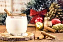 hot eggnog typical of Christmas, made at home all over the world, based on eggs and alcohol. called eggnog, Auld Man's milk, milk and pisco, momo cola, coquito or Crème de Vie or Eierlikör