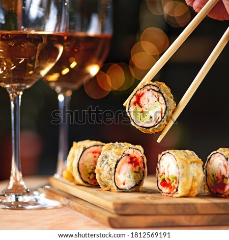 Hot fried sushi roll with salmon and wine. Sushi menu. Japanese food. Hot fried sushi roll Photo stock ©