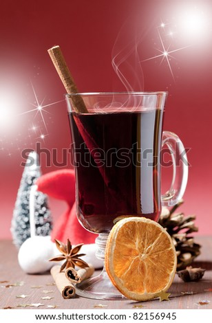 hot mulled wine with cinnamon