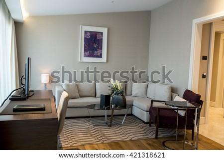 HOTEL ROOM #421318621