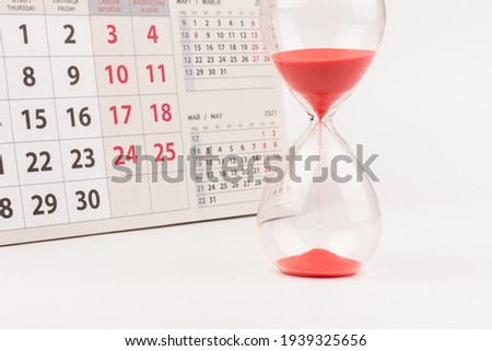 Hour glass and calendar concept for time slipping away for important appointment date, schedule and deadline Foto stock ©