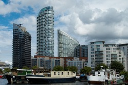 House boats and appartment buildings located at Poplar Dock,  a close neighbour to the financial district of Canary Wharf