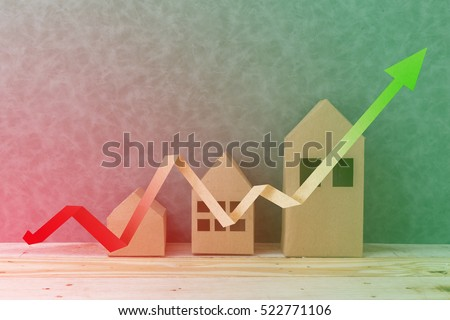 house concept with house shape cardboard on wooden floor and grey wall with free copyspace for your creativity ideas text Foto stock ©