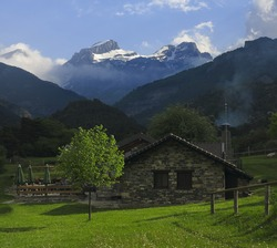 House in the valley of Aisa, Huesca